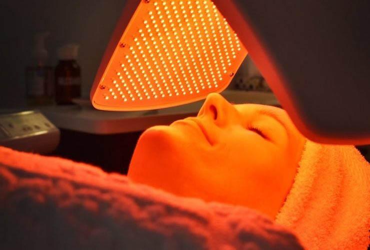 جوان سازی پوست با دستگاه نوردرمانی